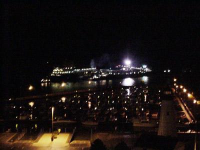 CANADIAN ENTERPRISE lightering SARAH SPENCER aground at Windsor, at night, 30 September - 1 Oct 2008