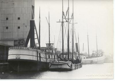 Propeller MYLES and the schooner T.R. MERRIT in Midland, Ontario
