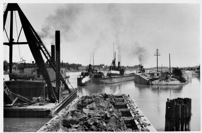 Dredge at Aqueduct on the Welland Canal