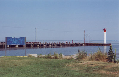 Light and pier at Port Rowan