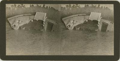 Wreck of steel steamer LAFAYETTE at Lafayette Bluff