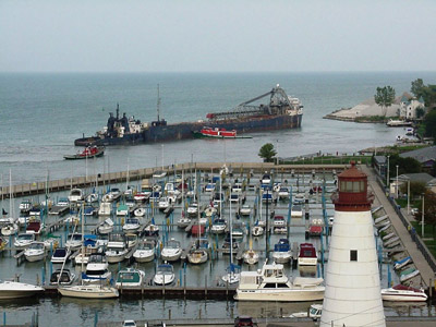 SARAH SPENCER aground at Windsor, late-afternoon, 30 September 2008 with the tugs SUPERIOR and WYOMING