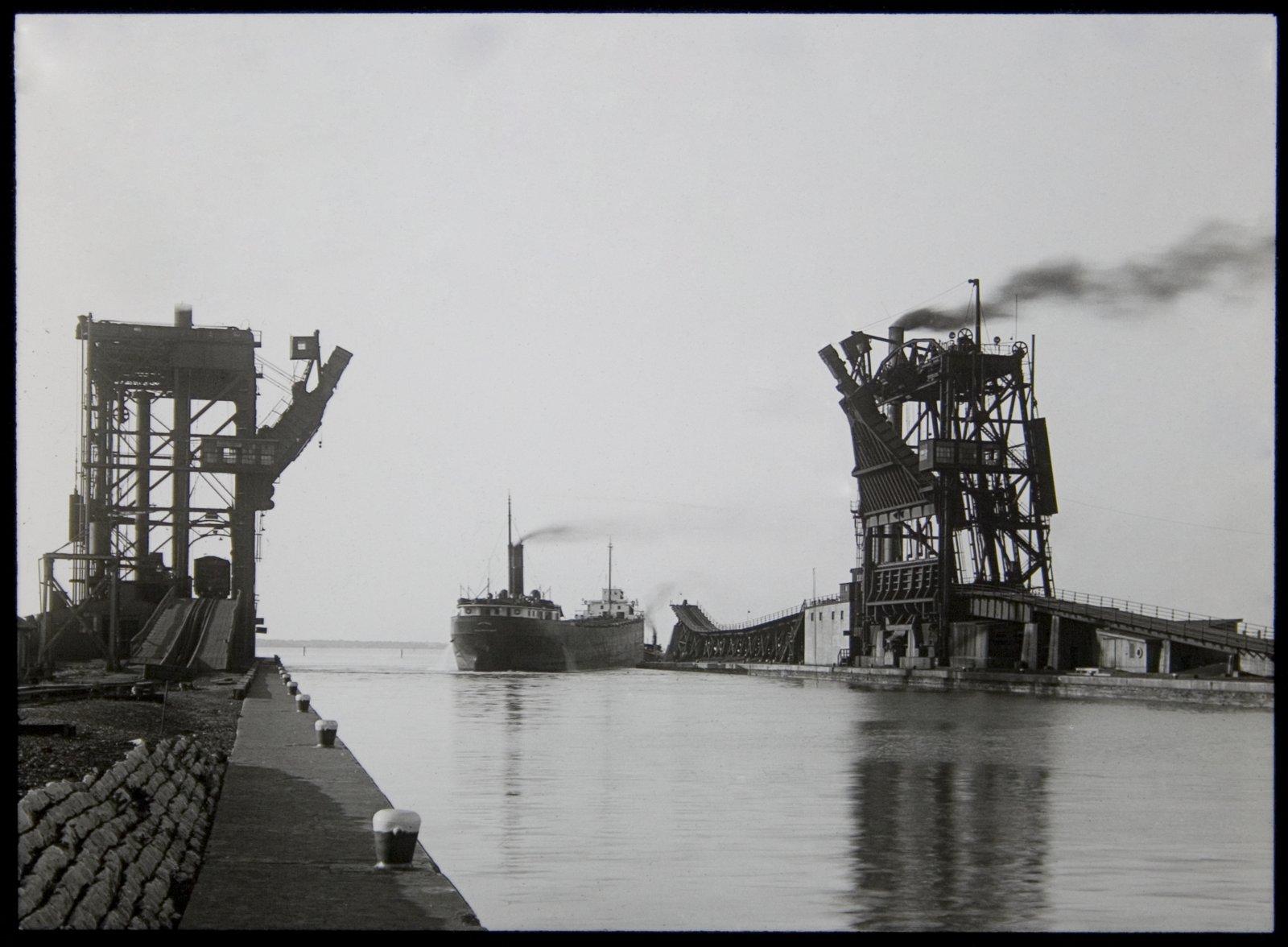 ohio  sandusky  coal docks   july 1929   maritime history